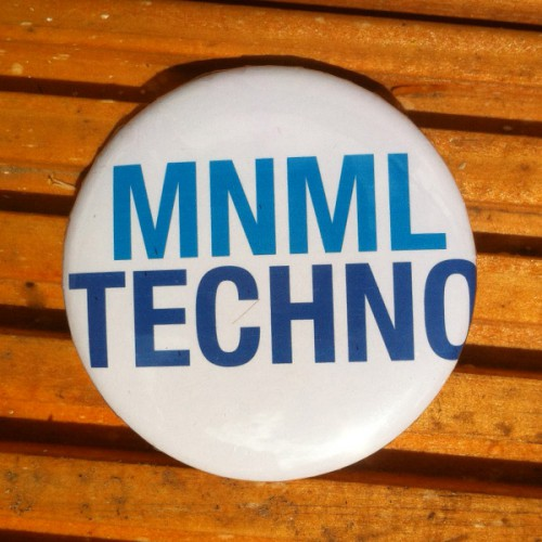 Minimal Techno Pin Button mit Nadel